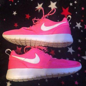 pink nike roshe's